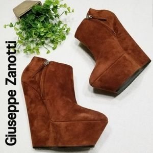 Giuseppe Zanotti 39 9 Molded Wedge Brown Booties